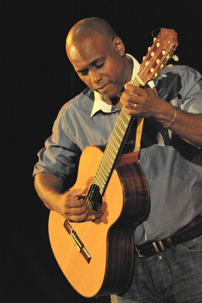 fred-et-guitare-joli-photo.jpg