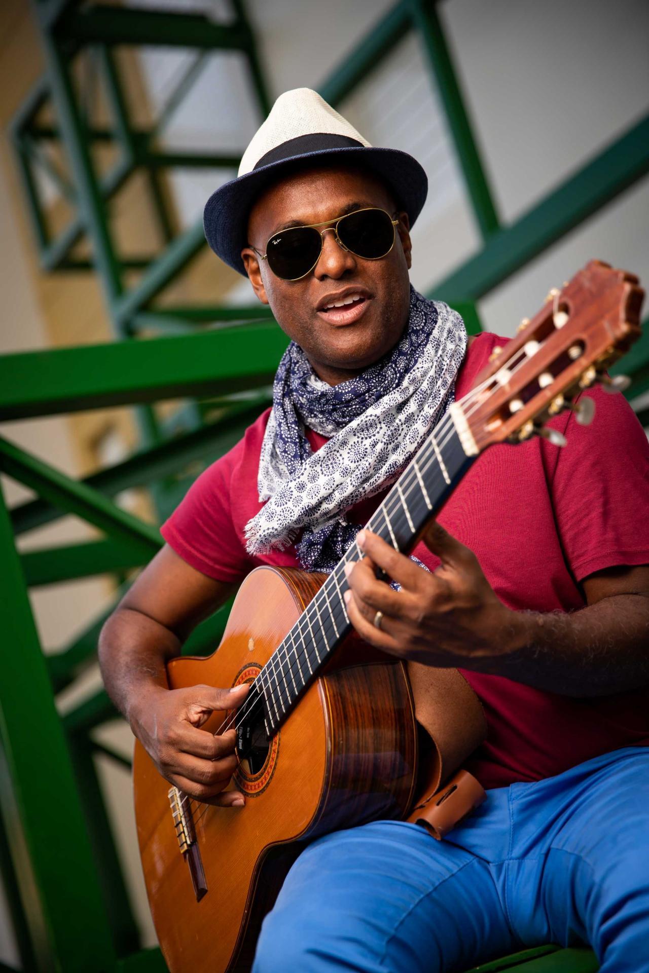 Fred guitare close
